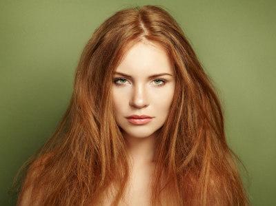 femme cheveux roux