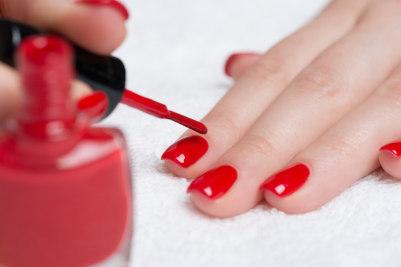 application vernis à ongles
