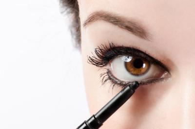 maquillage eye liner yeux marron